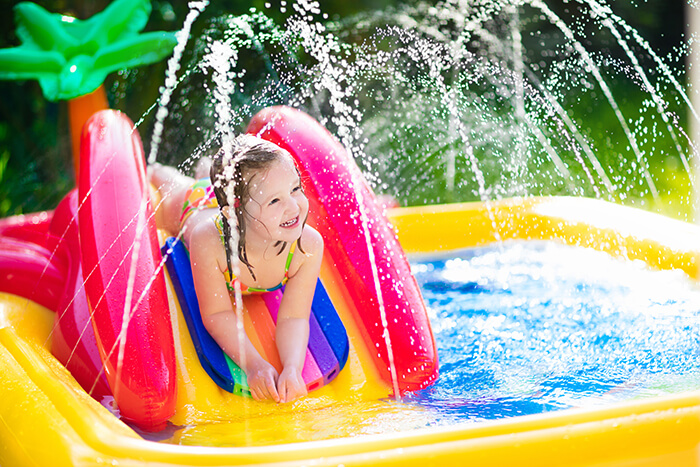Inflatable Pool with Water Spray