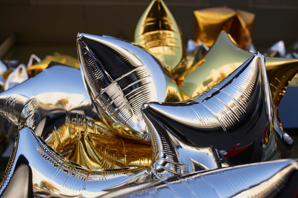 star-shaped mylar balloons in gold and silver